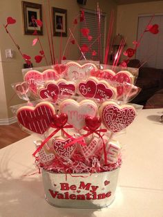 Easy Handmade Valentines Day Gifts for Mom - Heart Shaped Sugar Cookies - Valentines Day cookie bouquet - Valentine Desserts, Valentines Day Cookies, Cute Valentines Day Gifts, Valentine Cookies, Valentine Crafts, Kids Valentines, Saint Valentine, Easter Cookies, Birthday Cookies