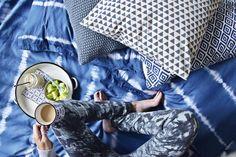 Wie man Bettwäsche mit simpler Shibori Technik und Textilfarbe ganz einfach in der Waschmaschine selber färben