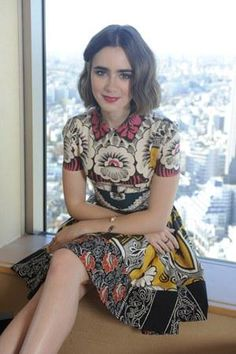 Lily Collins in Valentino Spring 2015 dress - Love Rosie Japan Promotion リリー・コリンズ Vogue Japan, Lily Collins Style, Lilly Collins Dress, Love Lily, Look Chic, Girl Crushes, Beautiful People, Short Hair Styles, Celebrity Style