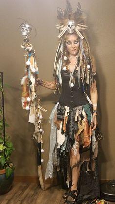 My year 1 Voodoo Priestess costume! Voodoo Priestess Costume, Voodoo Costume, Voodoo Halloween, Pink Halloween, Pirate Halloween, Cool Couple Halloween Costumes, Fun Halloween Games, Diy Costumes, Halloween Decorations