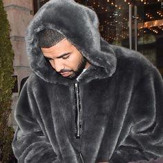 Hey Drake, your Puma X Rihanna hoodie looks cozy af.