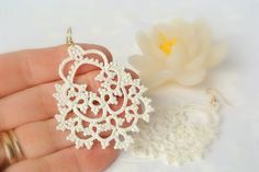 Hey, I found this really awesome Etsy listing at https://www.etsy.com/jp/listing/219886939/bridal-tatted-ivory-lace-earrings-made