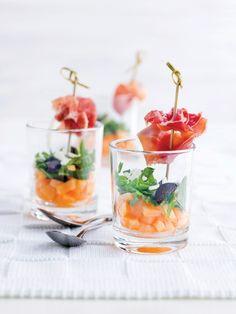 Meloen met rucola, pecorino en Italiaanse ham | Spar Colruyt Group Best Appetizers, Appetizer Recipes, Lunch Buffet, Mug Recipes, Brunch Party, Gazpacho, Werk Af, Party Snacks, High Tea