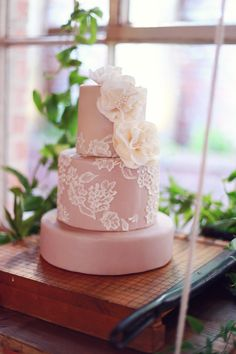 Photo from Berry Sophistication: Pantone Fall 2014 collection by Tina Chiou Photography Wedding Cake Designs, Wedding Cakes, Country Style Wedding, Sugar Flowers, Cake Flowers, 100 Layer Cake, Let Them Eat Cake, How To Make Cake, Cake Decorating