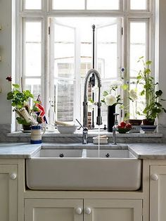 (apron front sink + off-white cabinets)