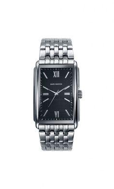 La elegancia se une a tu estilo luciendo este original Mark Maddox. Reloj tres agujas brazalete con esfera negra, índices romanos y cierre desplegable. Cristal mineral. Impermeable 10 m (1ATM)