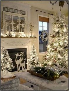 Are you searching for inspiration for farmhouse christmas decor? Check out the post right here for very best farmhouse christmas decor pictures. This specific farmhouse christmas decor ideas looks entirely superb. Diy Christmas Fireplace, Farmhouse Christmas Decor, Christmas Mantels, Rustic Christmas, Elegant Christmas, Farmhouse Decor, Farmhouse Ideas, Fire Place Christmas Decor, Diy Christmas Room Decor