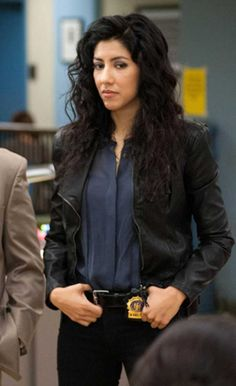 Stephanie Beatriz Talks Brooklyn Nine-Nine Wardrobe & Fashion Brooklyn Nine Nine Rosa, Brooklyn 9 9, Rosa Diaz, Detective Outfit, Girl Meets World, Gal Pal, Trendy Outfits, Work Outfits, Beautiful Women