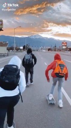 Beginner Skateboard, Skateboard Videos, Skateboard Girl, Skater Boy Style, Skater Boys, Trend Board, Photographie Indie, Longboard Design, Skate Girl