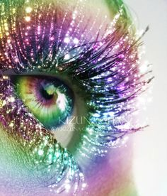 Rainbow Eye & Make-up with Glitter Lashes ❦ Rainbow Prism, Rainbow Eyes, Rainbow Colors, Rainbow Makeup, Pretty Eyes, Cool Eyes, Beautiful Eyes, Crazy Eyes, Sparkles Glitter