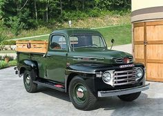 Chevy trucks aficionados are not just after the newer trucks built by Chevrolet. They are also into oldies but goodies trucks that have been magnificently preserved for long years. Vintage Pickup Trucks, Classic Pickup Trucks, Old Ford Trucks, Antique Trucks, Ford Classic Cars, Vintage Cars, Lifted Trucks, Farm Trucks, Lifted Chevy