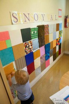 Sensory Wall shared by The EYLF Page . An inspiring idea for show and tell ~ send home a piece of cardstock.and on each childs' presentation day, voila! An artifact to add to the wall, and a discussion/ jumping off point.-I like the sensory wall. Sensory Wall, Sensory Rooms, Sensory Boards, Sensory Bins, Sensory Activities, Infant Activities, Sensory Bottles, Multi Sensory, Sensory Room Autism