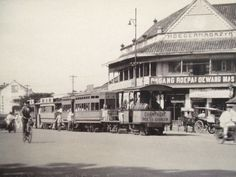 Old vintage Jakarta, another tram in front of a big shop Indonesian Art, Indonesian Women, Maluku Islands, West Papua, Dutch East Indies, Borobudur, The Lost World, Dutch Colonial, Colonial Architecture