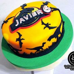 Torta jurassica Blue Birthday Cakes, Birthday Party At Park, Dinosaur Birthday Cakes, Dinosaur Cake, Dinosaur Party, Birthday Ideas, Jurassic World Cake, Lego Jurassic, Festa Jurassic Park