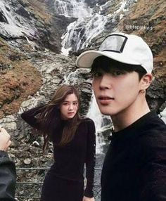 pjm+pch ✓ Mochi: Babe lets take a picture with me Chae: Sure babe! Kpop Couples, Cute Couples, Bts Taehyung, Bts Jimin, Fanart, Foto Rose, Breastfeeding Photos, Wattpad Book Covers, Rose Park