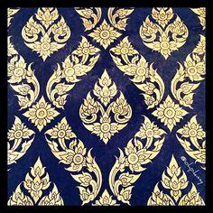 ลายรดน้ำ Textile Patterns, Embroidery Patterns, Dark Colors, Colours, Thai Pattern, Thai Art, All Craft, Carpet Design, Cambodia