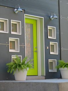 House exterior colors green apartment therapy 19 ideas for 2019 Exterior Paint Colors For House, Paint Colors For Home, Exterior Colors, House Colors, Paint Colours, Green Front Doors, Front Door Colors, Green Apartment, Apartment Door