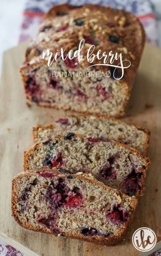 With fresh berries, this Homemade Mixed Berry Banana makes the perfect sweet summer treat. Mixed Berry Bread Recipe, Mixed Berry Muffins, Easy Bread Recipes, Banana Bread Recipes, Crockpot Recipes, Raspberry Bread, Baked Breakfast Recipes, Banana Bread Muffins, Homemade Muffins