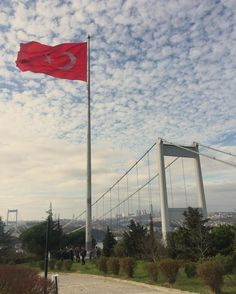 Dalgalan sen de şafaklar gibi ey nazlı hilal.. Hayırlı cumalar.. #istanbul #turkey #vatan #bayrak #mycity #mycountry #love #bosphorus