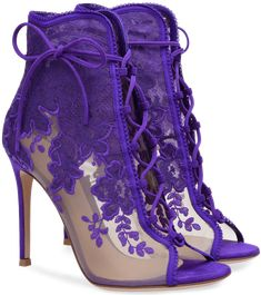 On a stiletto heel of 105 mm, this bootie portrays a lingerie innuendo, protagonist in Gianvito Rossi's spring summer collection Hot High Heels, High Heel Boots, Heeled Boots, Bootie Boots, Shoe Boots, Shoes Heels, Ankle Boots, Purple Wedding Shoes, Purple Shoes