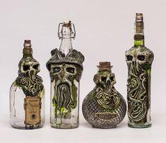 New bottle designs! Fete Halloween, Holidays Halloween, Halloween Crafts, Halloween Decorations, Glass Bottle Crafts, Bottle Art, Glass Bottles, Halloween Potion Bottles, Arte Black