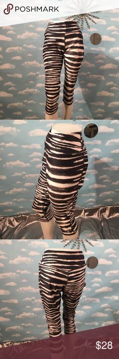"""Nike Dri Fit Crop New w/o Tags, Nike Dri Fit. Poly/spandex blend, mid rise, tight fit, inseam measures approximately 20"""". Size XL, measures 16"""" across the front lying flat.  I value the trust it takes to purchase items from a complete strangers closet and I will personally guarantee your satisfaction! 🚫No Trading Please! Posh rules only! Reasonable offers welcome! Thank you💌! Nike Pants Ankle & Cropped"""