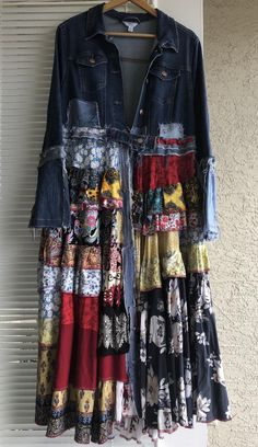 Items similar to Maxi Jeans Coat Size L on Etsy Outfits Casual, Boho Outfits, Fashion Outfits, Denim Fashion, Boho Fashion, Diy Jeans, Denim Ideas, Denim Crafts, Altered Couture