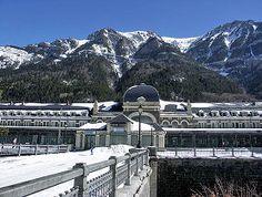 Imagen de la elegante Estación Internacional de Canfranc, de estilo modernista, situada en el Pirineo Central, en la frontera entre España y Francia.