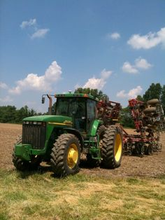 Mezőgazdasági gépek és palánta forgalmazása. Krimzon Kft. www.krimzon.eu John Deere Equipment, Old Farm Equipment, Jd Tractors, John Deere Tractors, Farm Life Quotes, New Tractor, Train Truck, Heavy Machinery, Ffa