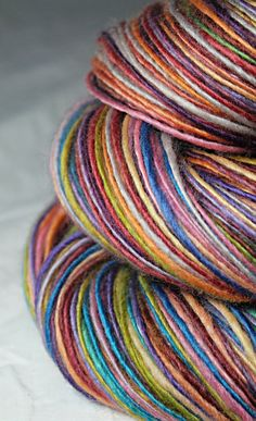 gentle thick and thin DK weight single handspun from sheepingbeauty on etsy ... it is a beauty