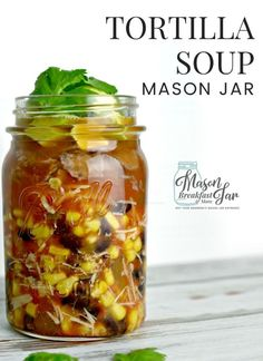 What is your favorite soup or stew to indulge in when the weather is chilly? Few soups will warm your body and satisfy your taste buds like this simple Tortilla Soup recipe in a Mason jar. Just grab a Mason jar and load it up with ingredients such as chic Mason Jar Breakfast, Mason Jar Lunch, Mason Jar Meals, Meals In A Jar, Mason Jars, Mason Jar Recipes, Homemade Tortilla Chips, Tortilla Soup, Low Calorie Recipes