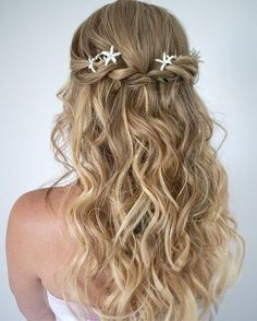 20 Long Hairstyles You Will Want to Rock Immediately! Cute And Easy Curly Half Updo – Farbige Haare Haircuts For Long Hair, Wedding Hairstyles For Long Hair, Down Hairstyles, Braided Hairstyles, Hair Wedding, Easy Prom Hairstyles, Mermaid Hairstyles, Bridesmaids Hairstyles, Homecoming Hairstyles