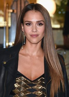 Jessica Alba Long Straight Cut - Jessica Alba gave us major hair envy with this long straight cut she wore to the Ralph Lauren fashion show. Jessica Alba Hair, Jessica Alba Style, Oval Face Haircuts, Haircuts For Fine Hair, Balayage Hair Ash, Jessica Alba Pictures, News Fashion, Women's Fashion, Hair Transformation