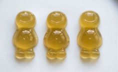 One of the simplest, healthiest dog treat recipes on the web. Jelly babies are super yummy, delicious and very easy to make. And using a different mould you can make Gummy bears.
