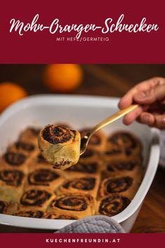 Rezept für feine Mini-Schnecken aus flaumigem Germ-/Hefeteig mit einer feinen Mohn-Orangenfülle. Foodblogger, Sweet Bread, Nom Nom, Breads, Cereal, Sweets, Breakfast, Bakken, Poppy