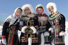 Предлагаю посмотреть небольшую подборку фотографий национальной одежды некоторых малочисленных народностей Якутии. P.S. В настоящее время численность населения Якутии составляет 955,6 тыс. человек, из которых около половины представлена коренными жителями. Это якуты (более 430 тыс. чел), а также…