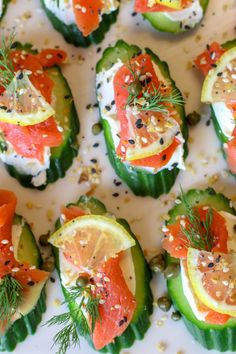 Everything Bagel Cucumber Bites with Smoked Salmon (Low Carb, GAPS, Primal) - Prepare & Nourish Healthy smoked salmon on top of cream cheese topped cucumber slices and finished off with Everythin Cucumber Appetizers, Smoked Salmon Appetizer, Smoked Salmon Recipes, Cucumber Bites, Low Carb Appetizers, Appetizer Recipes, Salmon Canapes, Smoked Salmon Bagel, Party Appetizers