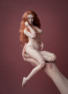 Dea - a ball-jointed doll by Anya Kozlova. I love how she has a fuller figure!