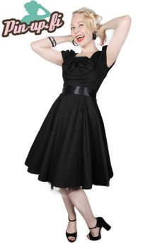 Lovely basic black dress. This is what every pin up girl needs! <3