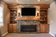 Stone Fireplace Decor, Fireplace Wall, Living Room With Fireplace, Fireplace Ideas, Living Rooms, Tv Decor, Entryway Decor, Foyer, Home Decor