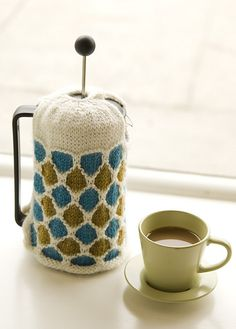 Ravelry: Windowpane French Press Cozy pattern // this is adorable. I didn't even know a French press cozy was a thing, now I must make one!