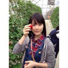イチゴを食べる? #生田絵梨花 #いくちゃん #乃木坂46 #nogizaka46 #かわいい #可愛い #foodporn #kawaii #cute #japan #日本 #girls