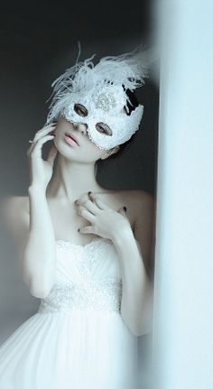 Get inspired: A simple #wedding dress, with a gorgeous mask... themed celebration, anyone? :)