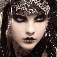 makeup make up beauty eyes eye shadow eyeshadow pretty beautiful goth gothic belly dancer bellydancer fashion costume fantasy glitter Beauty And Fashion, Dark Fashion, Trendy Fashion, Party In Berlin, Foto Fashion, Fashion Art, Victorian Goth, Dark Beauty, Gothic Beauty
