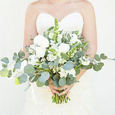 Gorgeous DIY eucalyptus and ranunculus wedding bouquet Ranunculus Wedding Bouquet, Spring Wedding Bouquets, Diy Wedding Bouquet, Floral Wedding, Wedding Colors, Green Wedding, Bridal Bouquets, Green Bouquets, Boquet