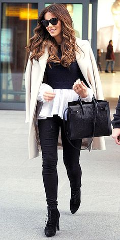 Love Her Outfit! Star Style to Steal-Kate Beckinsale in a flowy blose, cropped sweater, chic trench