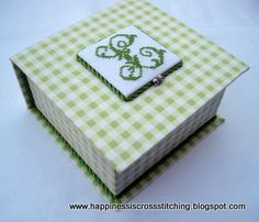 Lynn B 's finishing instructions for cross stitch : Box making - Final part