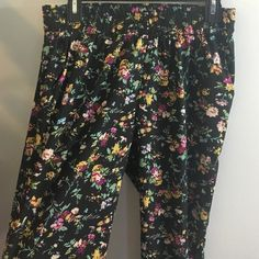 Soft pants Women's soft pants! Have a stretchy waist band. In great condition. Also has pockets. Feel free to make an offer! Kirra Pants Track Pants & Joggers