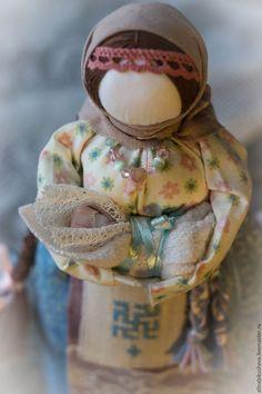"""Купить или заказать Кукла-оберег """"Мамка"""" в интернет магазине на Ярмарке Мастеров. С доставкой по России и СНГ. Материалы: 100 % натуральные, лён, хлопок, шерсть. Размер: 25 см"""