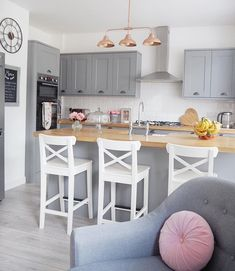 Grey Kitchen with Pink accents Oak worktops and Pink And Grey Kitchen, Grey Kitchen Floor, Light Grey Kitchens, Kitchen Flooring, Kitchen Modern, Copper And Grey Kitchen, Cheap Kitchen, Shaker Style Kitchen Cabinets, Dark Grey Kitchen Cabinets